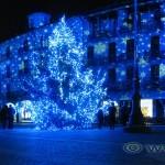Piazza duomo a Como illuminata per Natale