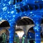 Portici illuminati del palazzo del Broletto a Como per Natale 2010