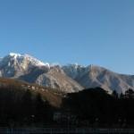 Panorama del Monte Generoso innevato visto da Maroggia