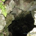 Ingresso di una grotta lungo la Bosco lungo la strada per il Forte di Orino